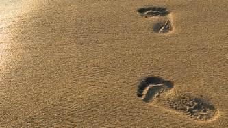 Beach sand foot prints wallpaper hd wallpapers