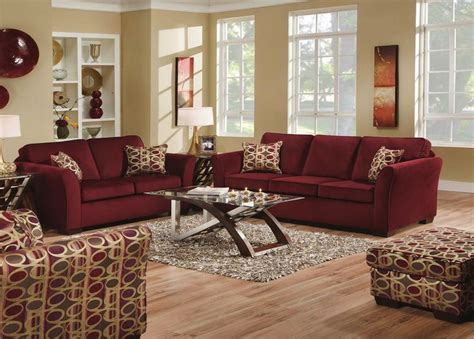 maroon living room 17 best ideas about burgundy couch on pinterest burgundy