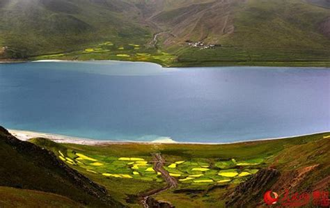 the language of the lake on the water s edge volume 1 books scenery of yamdroktso lake in tibet global times