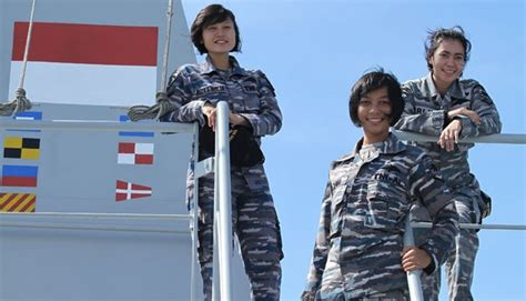 Topi Loreng Angkatan Laut Kri cari airasia ada prajurit cantik di kapal perang