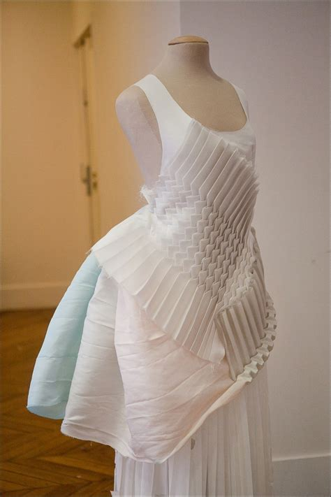 Fashion Origami - pin by liz schmitz on fabric manipulation