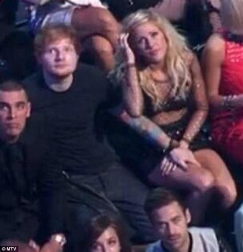 ed sheeran relationship mtv vmas 2013 ed sheeran and ellie goulding get cosy at