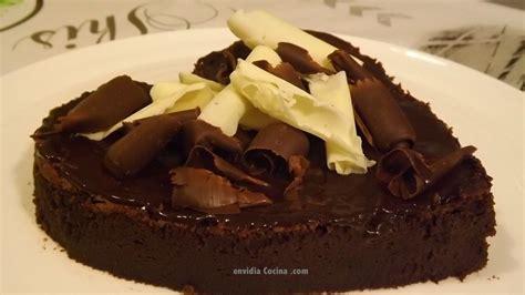 decorar tartas con virutas tarta de chocolate y caf 233 c 243 mo cortar forma de coraz 243 n