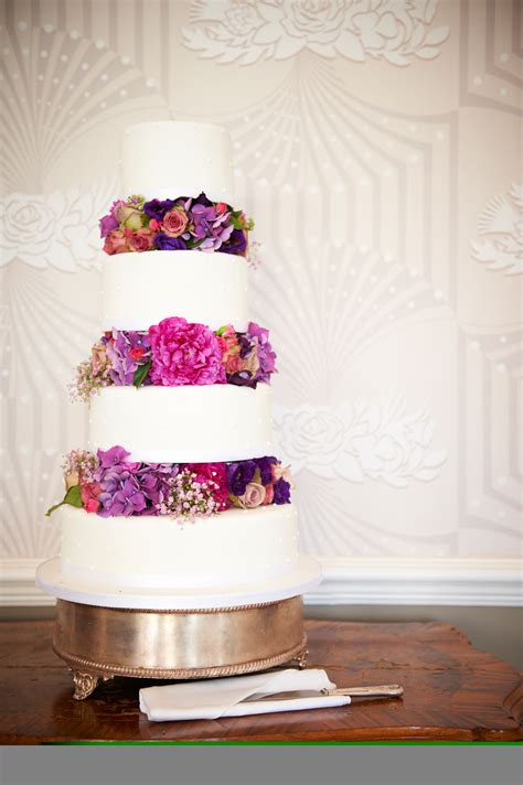traditional wedding cakes delivered  london cakes  robin