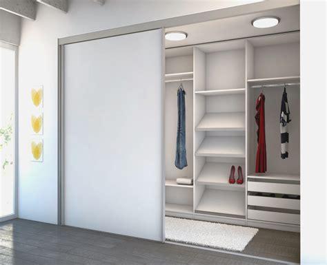 kleiderschrank weiß mit einlegeböden kleines schlafzimmer mit begehbarem kleiderschrank
