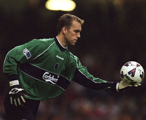 top 10 english premier league goalkeepers in 2016 the 20 best premier league goalkeepers ever who s number