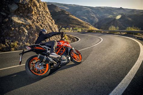 New Duke Ktm Ktm 390 Duke Gets A Facelift For 2017