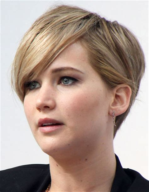 everyday hairstyles with side bangs jennifer lawrence s short hair with long side bangs
