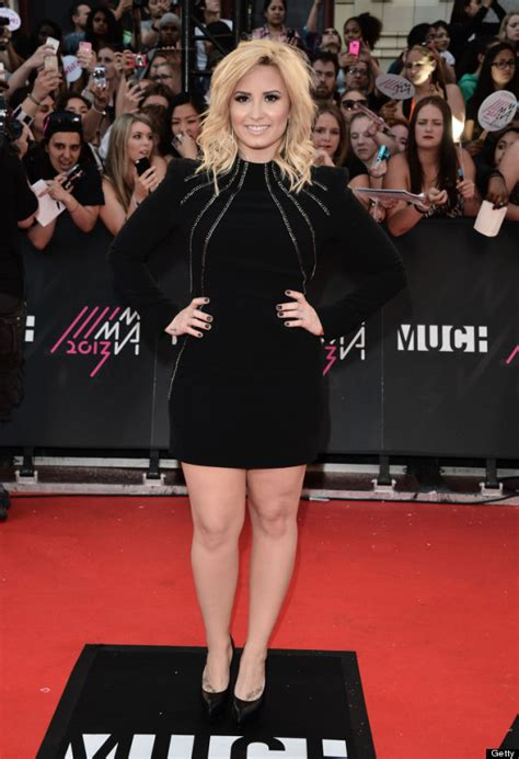 Carpet Demi And Work The Lbd by Demi Lovato Wears Stunning Lbd On The Carpet Photos