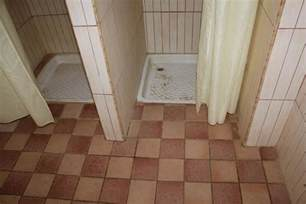 schwimmbad duschen bild quot verdreckte duschen im schwimmbad quot zu hotel paradis