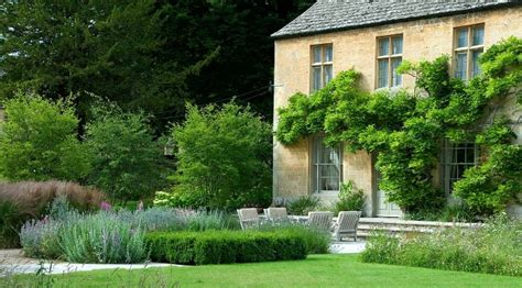 cotswold garden designed   pearson dry stone walling