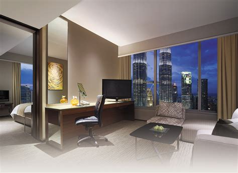 suites with in room deluxe towers view room booking traders hotel kuala lumpur