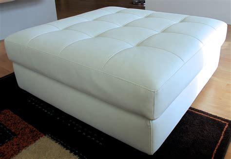 divani con puff divano tre posti con pouf grande in ecopelle bianco