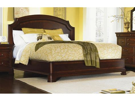 Legacy Classic Furniture Bedroom Platform Bed Queen 9180