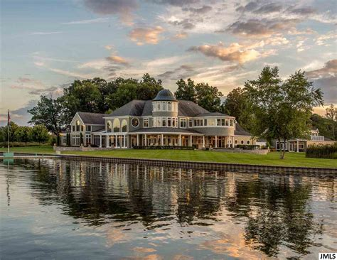 pretty lakefront homes for in michigan on for