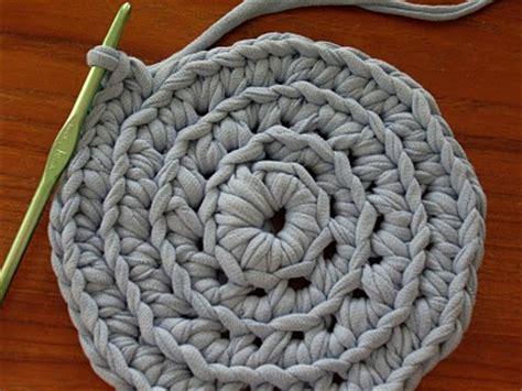 t shirt yarn rug tutorial crochet lunch how to make t shirt yarn 2 days early still a dollar
