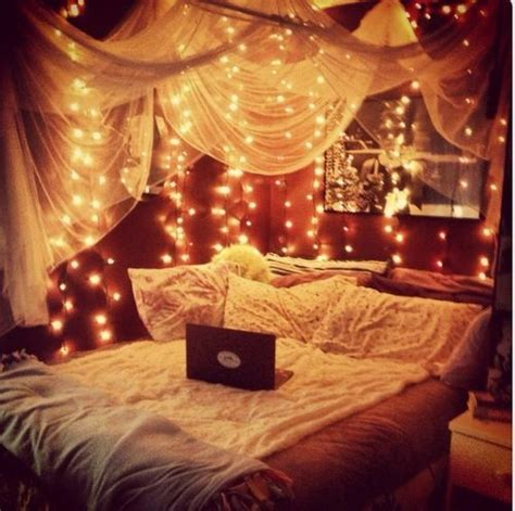 Twinkle Lights For Bedroom by Twinkle Lights And Canopy Bed For The Home