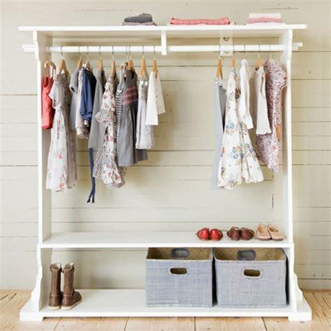 wie groß sollte ein begehbarer kleiderschrank sein kleiderstange f 252 r wand 24 originelle modelle