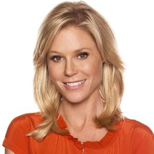 dunphy modern family 3 claire dunphy hairstyle 2015 julie bowen news pictures videos and more mediamass