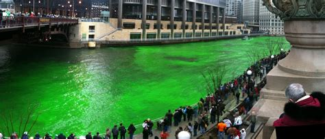 chicago river st s day history st s day turns chicago s river green
