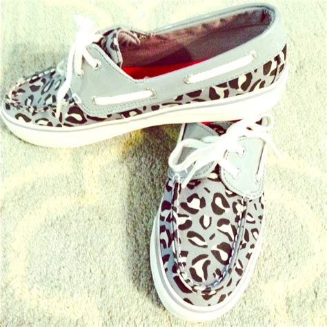 boat shoes vs canvas sneakers 54 off sperry top sider shoes sperry top sider biscayne