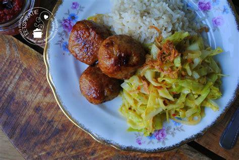 pittige kool met kipgehaktballetjes voedsel ideeen