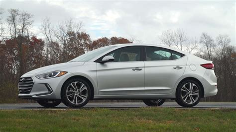 hyundai elantra review 2017 hyundai elantra review consumer reports