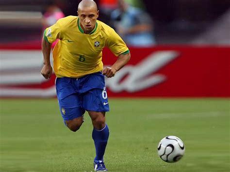 Soccerwe Brazil 2002 Roberto Carlos roberto carlos named delhi dynamos manager in isl