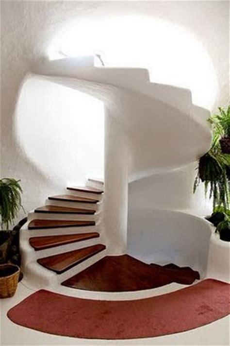 Colonial Foyer by Escalera Caracol En Viviendas Modernas