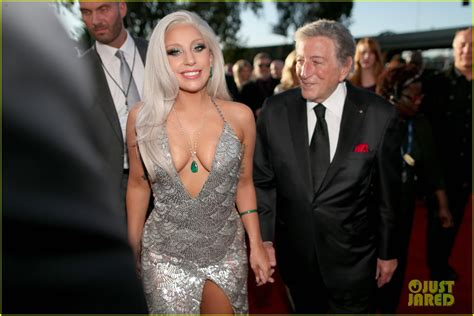 can tony bennett and lady gaga save b n 187 mobylives lady gaga walks grammys 2015 carpet with tony bennett