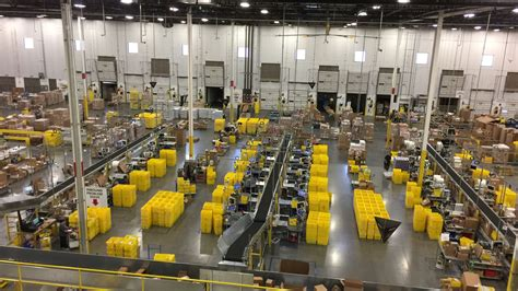 inside amazon see inside an amazon warehouse in 360 degrees cnet