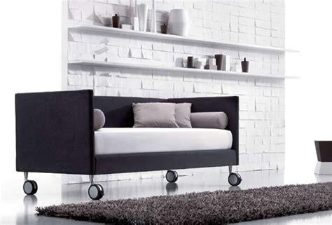 divano con ruote letti su ruote
