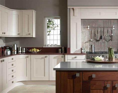 repeindre sa cuisine en blanc cuisine taupe 51 suggestions charmantes et tr 232 s tendance