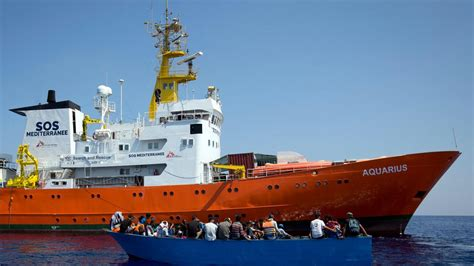 refugee boat italy spain spain to accept migrant ship that italy and malta refused
