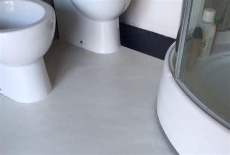 vasca da bagno in resina pavimento bagno e vasca in resina parete luminosa