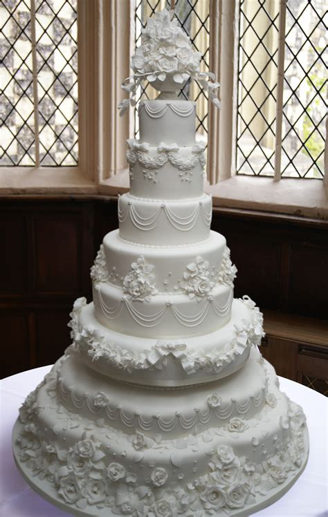 bespoke wedding cakes hall  cakes