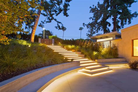 A Contemporary Redesign For This Mid Century Modern Home Landscape Lighting Los Angeles