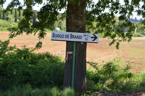 la caminata monteriggioni borgo de brandi desde 78 645 monteriggioni italia