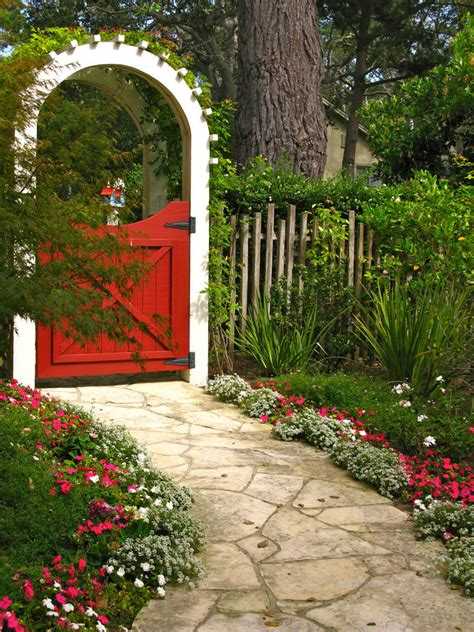 garden gates backyard decorating ideas