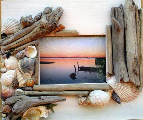 cornici como cornice con legnetti di mare e conchiglie per la casa e