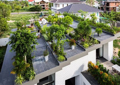 stepped garden tops house by vo trong nghia and masaaki