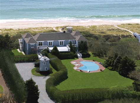 clinton house bill and hillary clinton vacation home the centerpiece of
