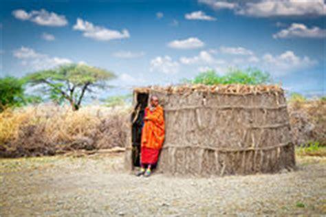 hutte masai hutte de masai du kenya photos libres de droits image