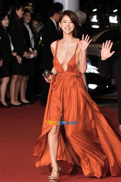 korean actress orange dress south korean actress red carpet dress causes stir kore