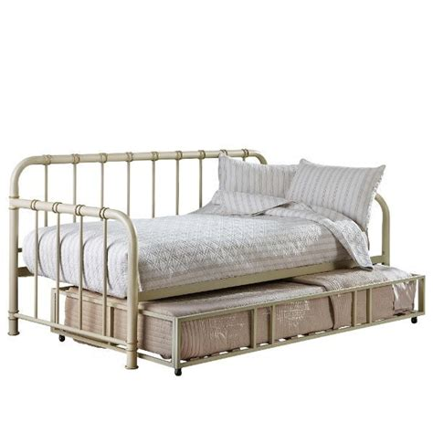 White Metal Daybed With Trundle 25 Best Ideas About Metal Daybed With Trundle On Pinterest Farmhouse Futon Frames White