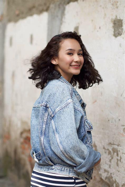 model rambut keriting pendek  chic
