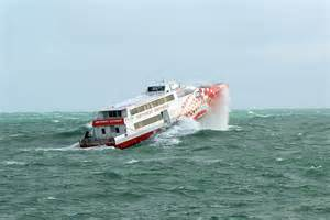 rottnest express boats ferry battles swell abc news australian broadcasting