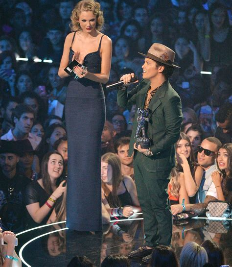 bruno mars height taylor swift 10 photos of taylor swift towering over other stars j 14