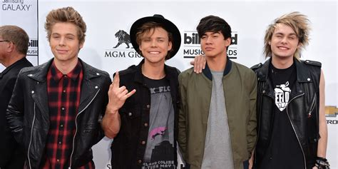 opowiadanie o seconds of summer 5 reasons to love 5 seconds of summer huffpost