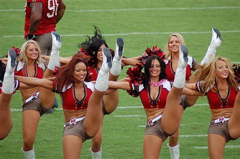 college cheerleader wardrobe accidents cheerleader wardrobe mishaps oops cheerleaders